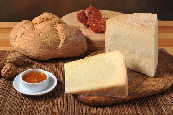 formaggio di bufala semi stagionato